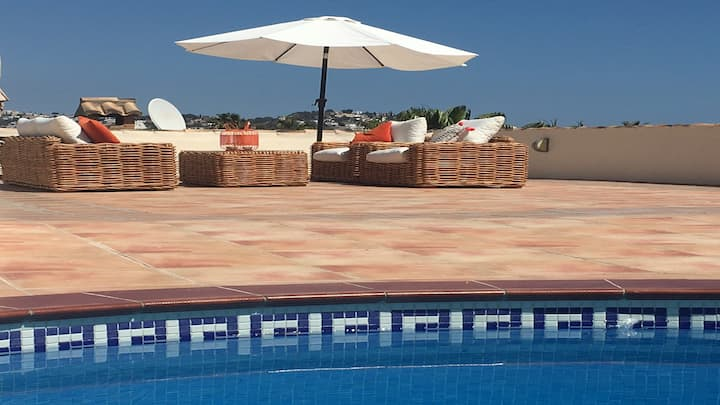 Magnificent Roof-top Terrace, 800m from the Beach