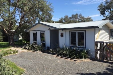 Newly renovated beach house - Venus Bay - House