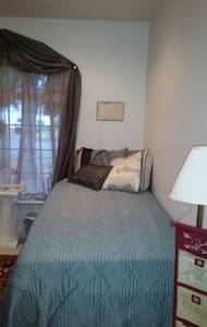 Cozy bedroom with private Bath - Albany - Maison