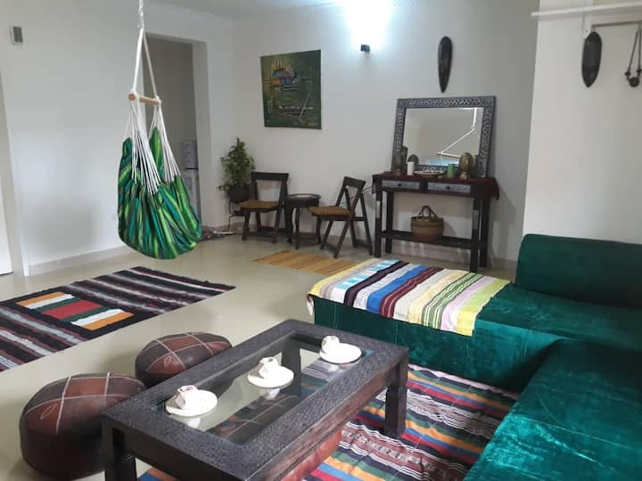 Afro Bohemian- Entire Apartment wit pool and Gym