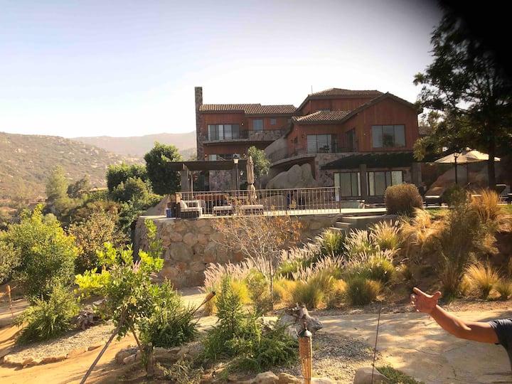"Beautiful BigHouse ""El Encanto"" Catagnia vineyard"