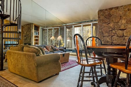 Studio Condo w/ Loft, Heart of Vail, No Car Needed, Walk to Lifts, Shops & Restaurants - Vail
