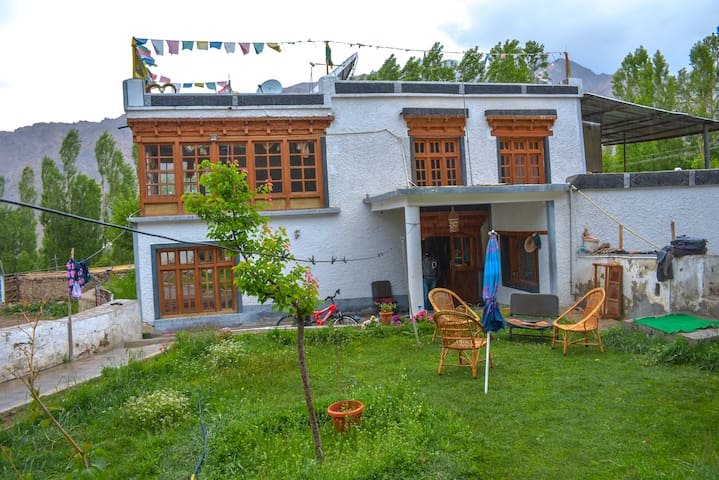 Khachuktse-1 (Private Room - Himalayan Farmstays)