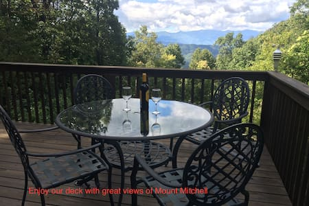 Asheville area log cabin with awesome views - Old Fort - Blockhütte