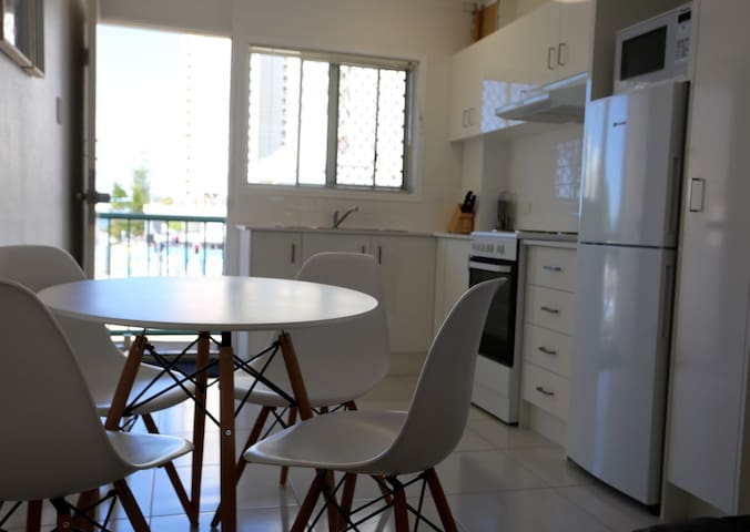 Phil's Place in Paradise is an entire apartment - Surfers Paradise - Byt