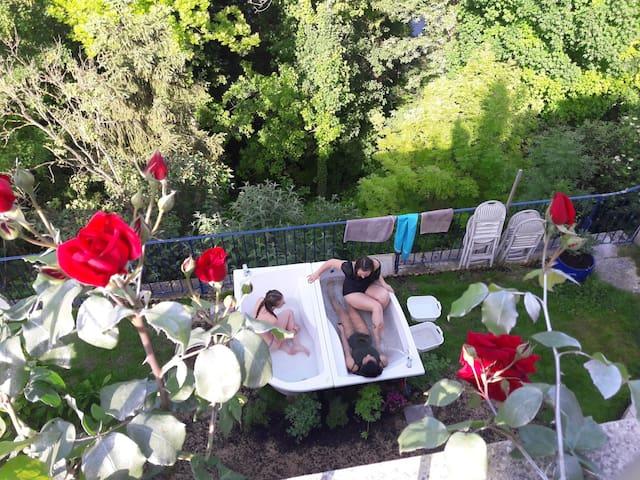 bain d'eau chaude à la belle étoile.  10€