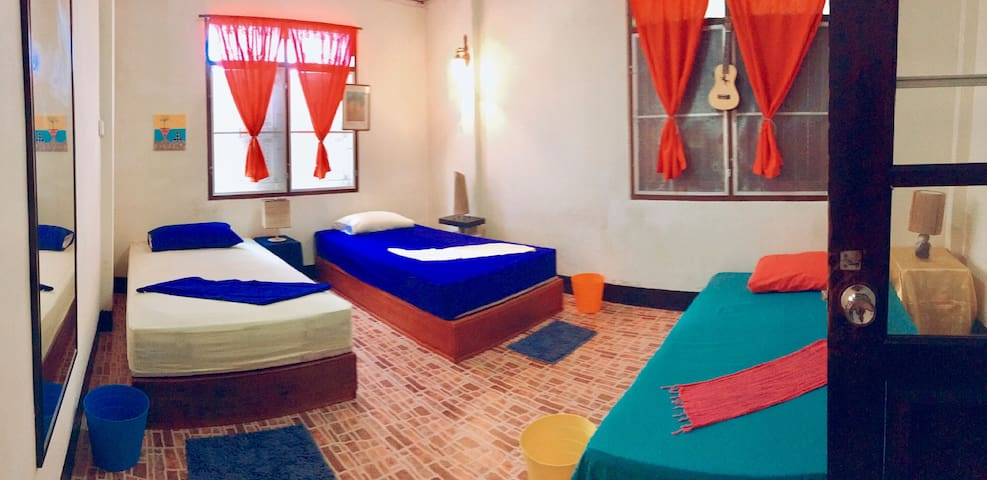 Alove' backpacker home. Shared bed or private room
