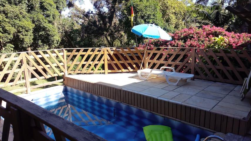 Cabana em sítio- wi-fi / piscina / ar condicionado