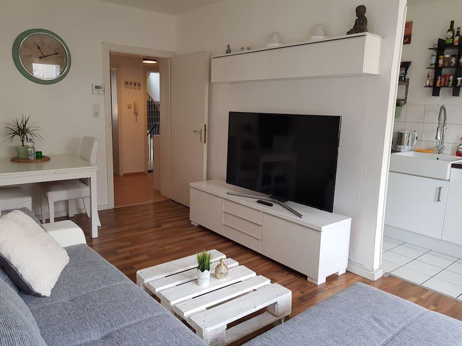moderne 2 zimmer wohnung 45 qm wohnungen zur miete in k ln nordrhein westfalen deutschland. Black Bedroom Furniture Sets. Home Design Ideas