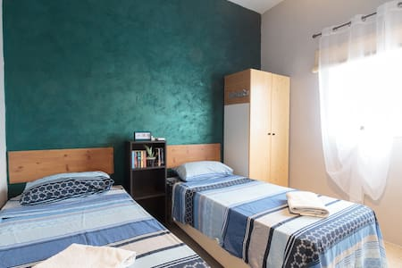Private room with shared amenities - central Malta - Birkirkara