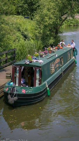 The Enchanted Rose 60ft narrow boat - East Farleigh