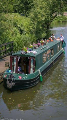 The Enchanted Rose 60ft narrow boat - East Farleigh - Bot