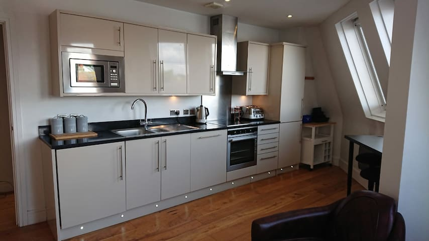 Hertford Town. Great Apartment in Centre of Town