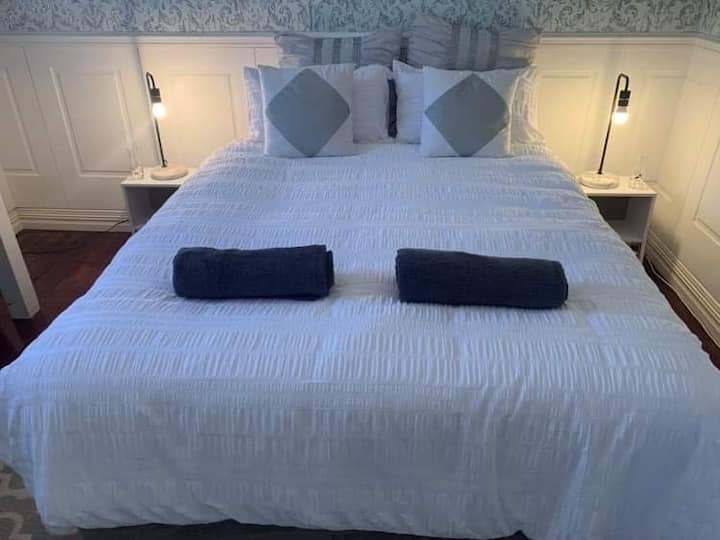 Close to City Queen bed in beautiful private room