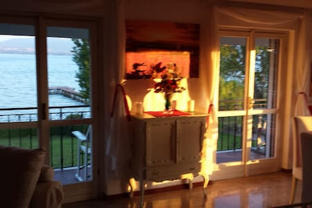 SIRMIONE WATER FRONT TOP APARTAMENT LAKE VIEW