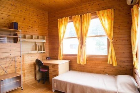 Breakfast Included! - Cozy Country House - Room 2