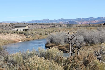Secluded Luxury Riverfront Ranch on 9 Acres between Bryce Canyon & Zion - Hatch