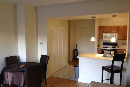 1 BR in 2BR/2BA luxury apartment -- 15 mins to NYC - Hoboken