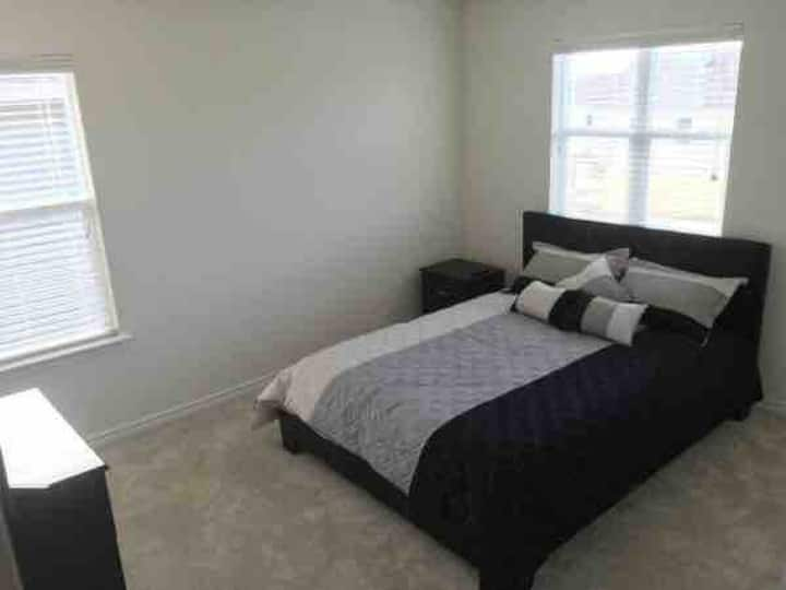 Private BedRoom (Near Lankland AFB & Sea World)