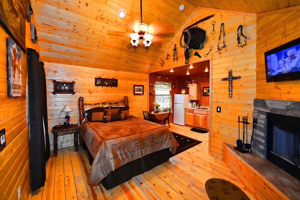 Antler`s Crossing 3 Western Cabin - Cozy Cabins Real Estate, LLC
