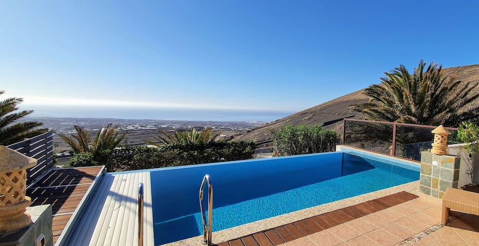 Holiday Home Pure La Asomada with Mountain View, Sea View, Wi-Fi, Garden, Terrace, Pool, Sauna & Jacuzzi; Parking Available