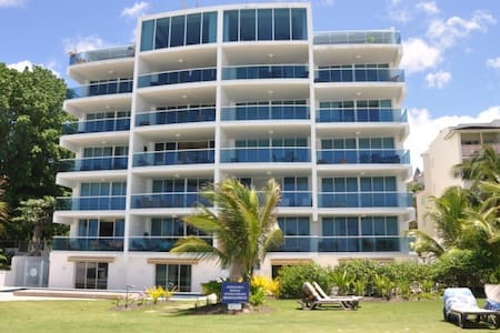 Beachfront Affordable Luxury - Oistins - Társasház