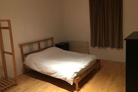New on market - double bedroom in lovely Chorlton - Манчестер