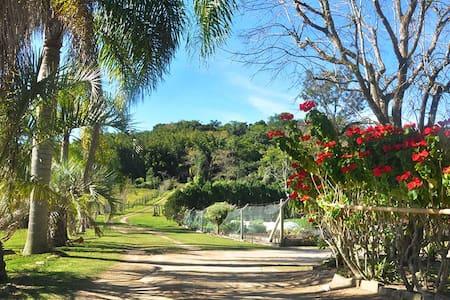 Casa de Campo Cercada de Praias!! - Florianópolis