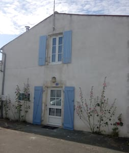 Maison typique à 200m de la mer et 7Km La Rochelle - House
