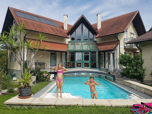 Landvilla am Inn , Pool ;Innenhof,