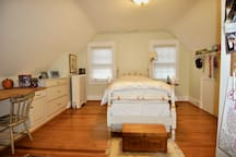 Quiet, single room with newly renovated, modern bath. There is a matching room across the hall with a queen bed, which may be rented, too. See picture, below, and link to listing.