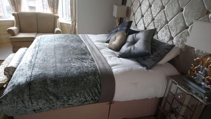Regency Suite Super King Bed