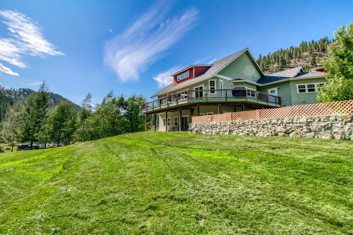 Spacious home & carriage house w/ great deck, jetted tub & creek on 2 acres