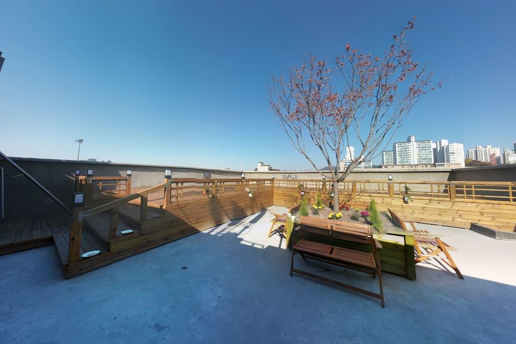 옥상휴식공간(눈부실만큼파란11월하늘))