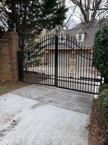 Gated 4500 sqft executive rental in East Cobb