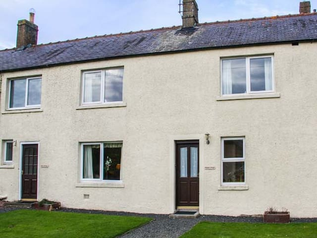 MIDDLE COTTAGE, pet friendly in Berwick-Upon-Tweed, Ref 940736
