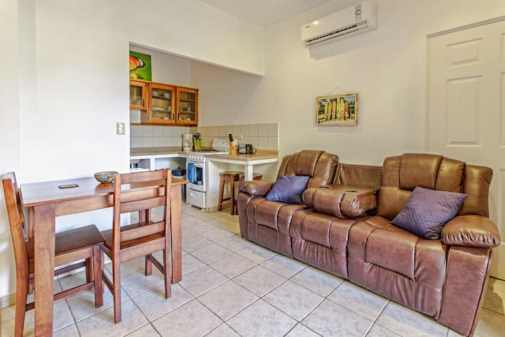 Cozy 1 bedroom minutes to the beach! No 11