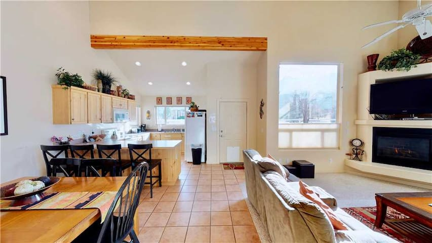 Southwestern Flair, Pet Friendly Condo With Picturesque Views  - Jan's Joy ~ N3