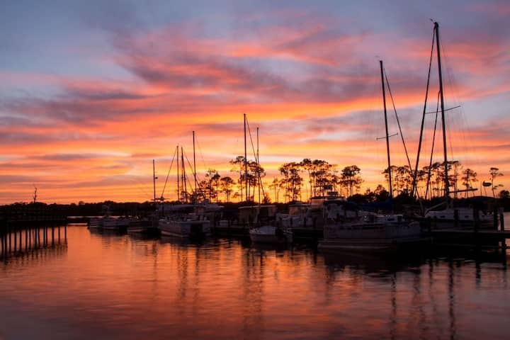 *Pet Friendly* Marina views in Niceville