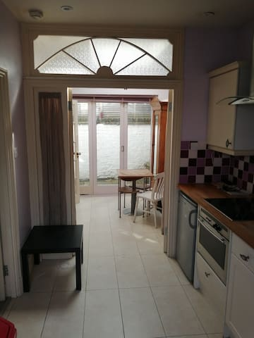 Lovely Fulham One Bedroom Flat with 2 Patios!