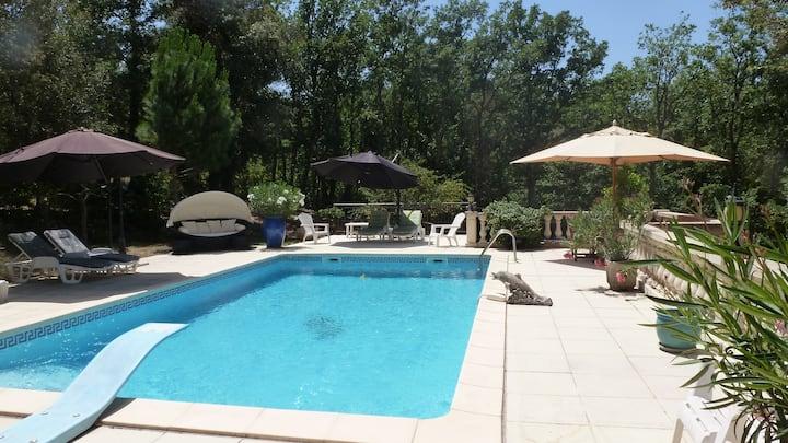 Gîte provençal avec piscine
