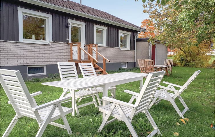 Holiday cottage with 3 bedrooms on 91m² in Sunne
