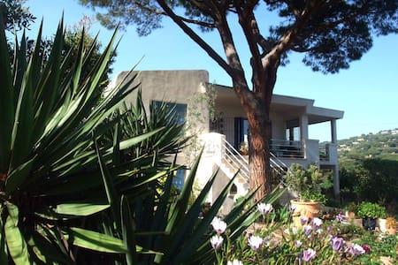 Villa Coeur sur mer. - La Croix-Valmer - Apartamento com serviços incluídos