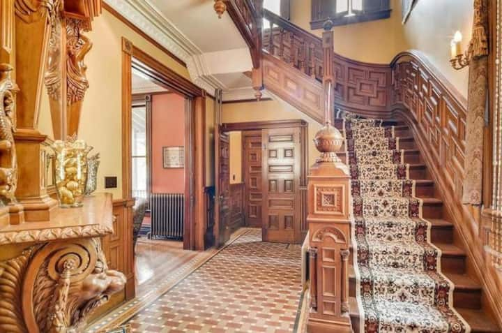 Lovely 2-Room Suite in a Historic Home!
