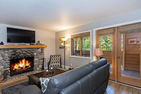 Luxury for Two, Steps to The Lake - Incline Village