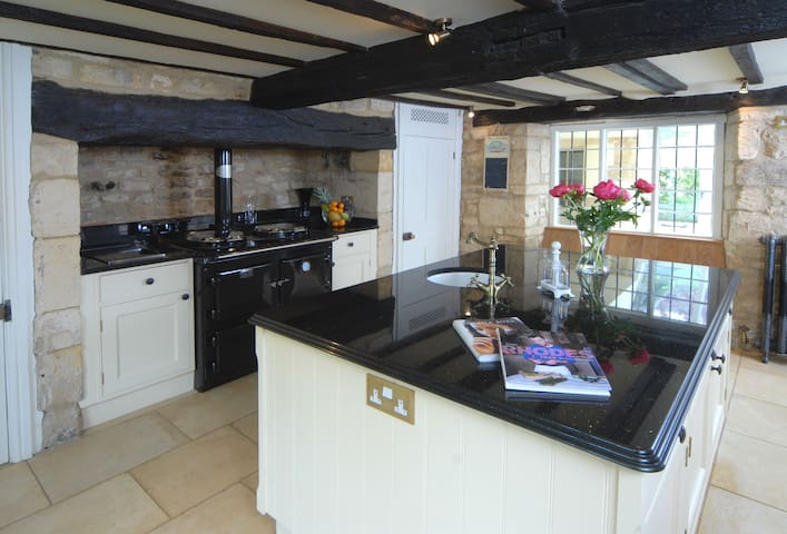 Ground floor:  Kitchen with a Sandyford Sherlock which takes care of all your heating, hot water and cooking
