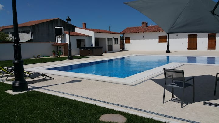 Perfect House with PoolGarden 6pers