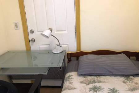 Little room in Mayflower Village Hard Mattress