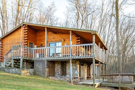 Windsong - Mountain Cabin with Hot Tub, Pool Table, Overlooking Pond