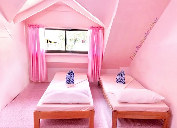 Family Room for 5 (Pink)